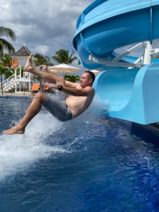 Dad is a waterslide pro. Look at that form.
